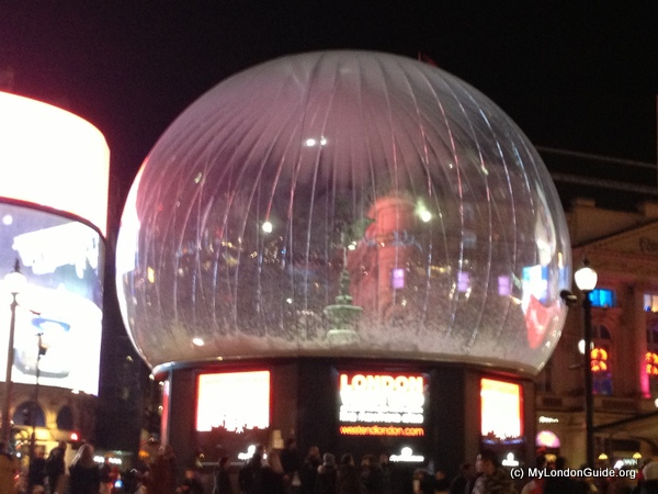 Giant Snowglobe Picadilly Circus (3)